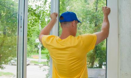 Остекление балкона: основные этапы.